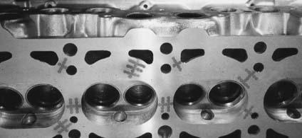 możliwości naprawy za pomocą śrub i zszywek pęknięć w głowicy